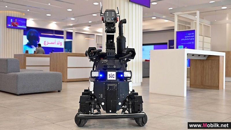 الروبوت الشخصي والروبوت الأمني يتسابقان لخدمة ضيوف الرحمن