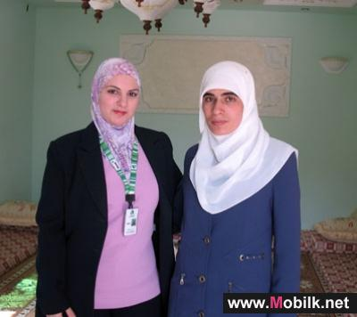 Jawwal visits twenty one Palestinian female prisoners in their houses to congratulate them on their freedom
