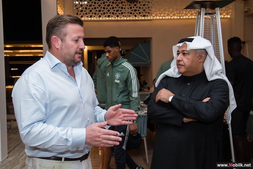 البياري يبحث تطوير الشراكة الاستراتيجية مع رئيس نادي مانشستر يونايتد