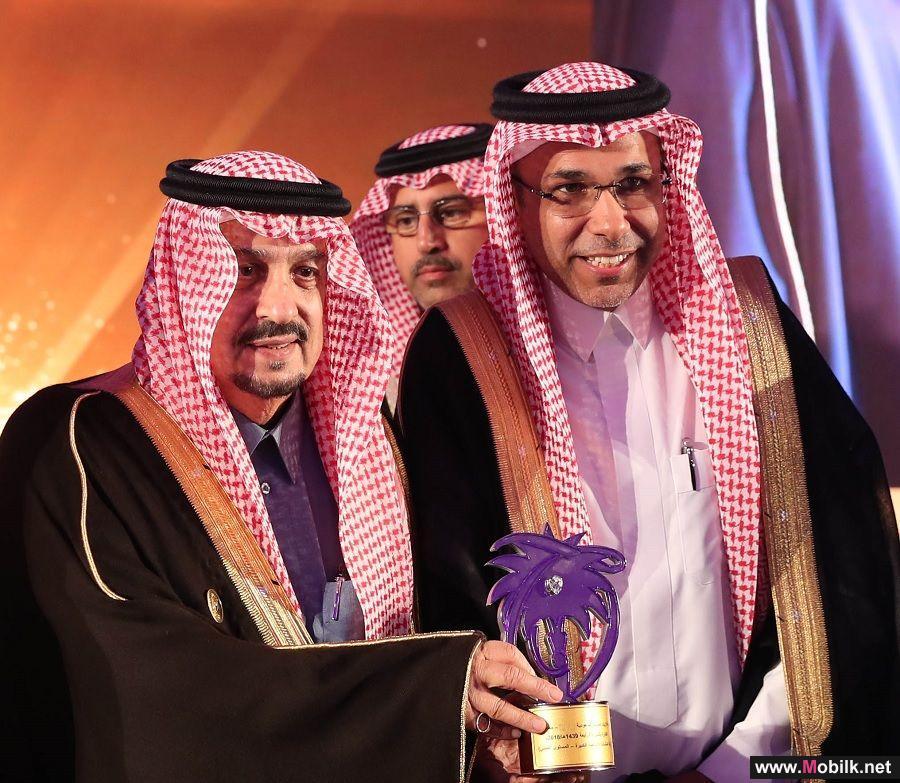 أمير منطقة الرياض يسلم الاتصالات السعودية جائزة الملك عبدالعزيز للجودة
