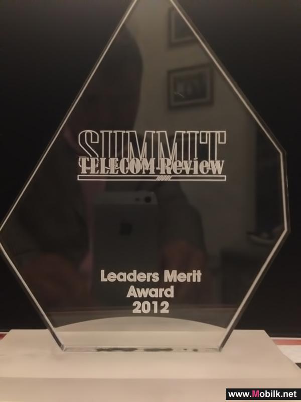 تكريم الرئيس التنفيذي للنورس في حفل جوائز قمة مراجعة الاتصالات 2012م