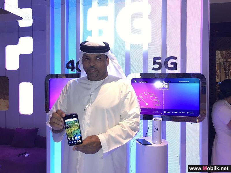 دو تسلم أوائل العملاء المسجلين مسبقاً هواتف محمولة متوافقة مع تقنية الجيل الخامس مجاناً