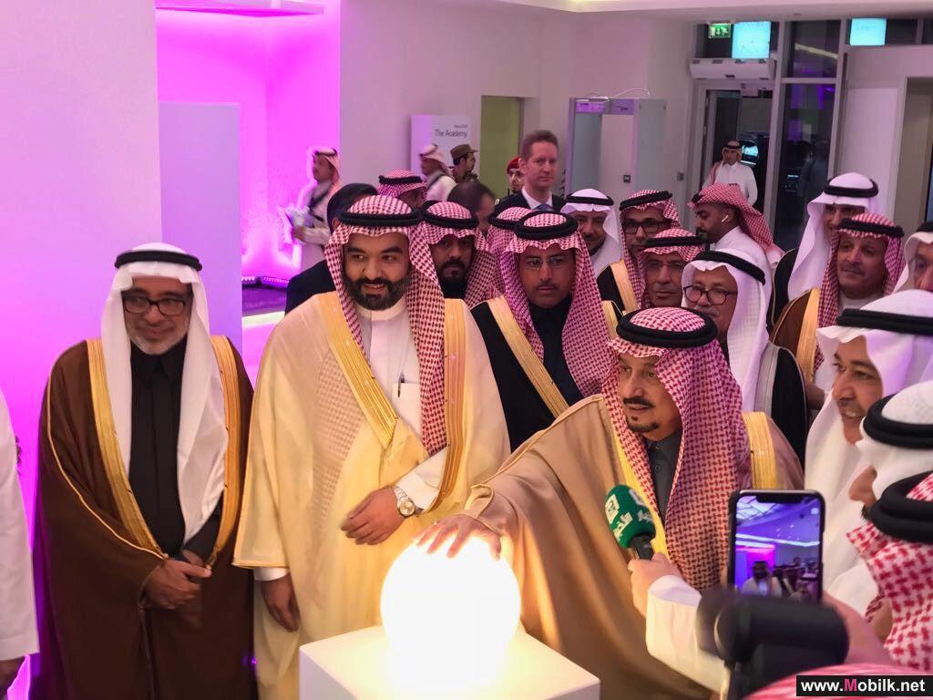 أمير الرياض يدشن أكاديمية STC.. كأول مؤسسة تعليمية  لبناء المهارات الرقمية بالمنطقة