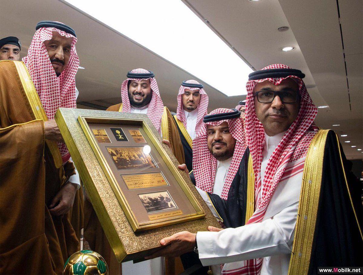 خادم الحرمين الشريفين يكرم الاتصالات السعودية لرعايتها نهائي الكأس