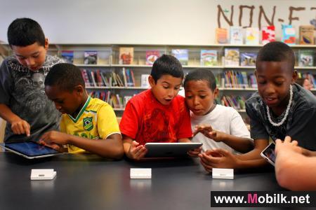 أبل تقتحم عالم التعليم بجدارة من خلال جعل الكتب المدرسية في أجهزة الآي باد
