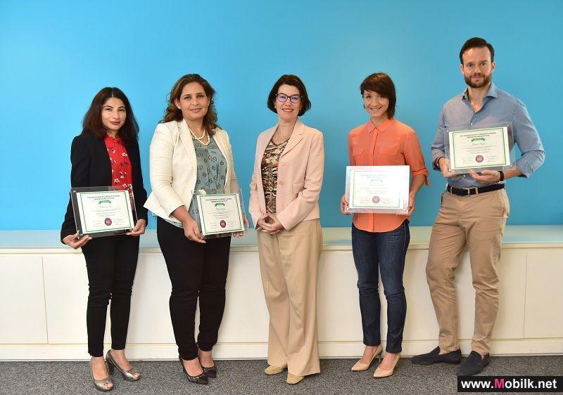 فريق شركة الإمارات للاتصالات المتكاملة للشؤون القانونية ينال شهادة البرنامج الافتتاحي لاعتماد الاستشاريين الداخليين من جمعية مستشاري الشركات  (AAC)