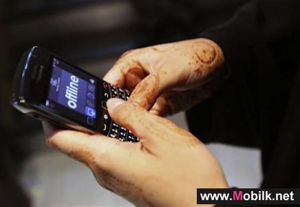 سعوديات يتعلمن صيانة الجوال لحماية أسرارهن على الأجهزة