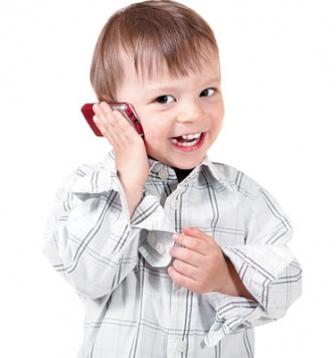 الأطفال واستخدام الجوال.. مخاطر خفية